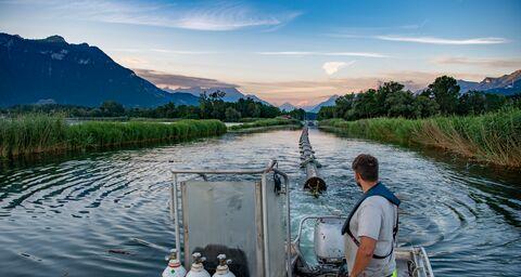 1200 Meter Leitung passgenau im See verlegt